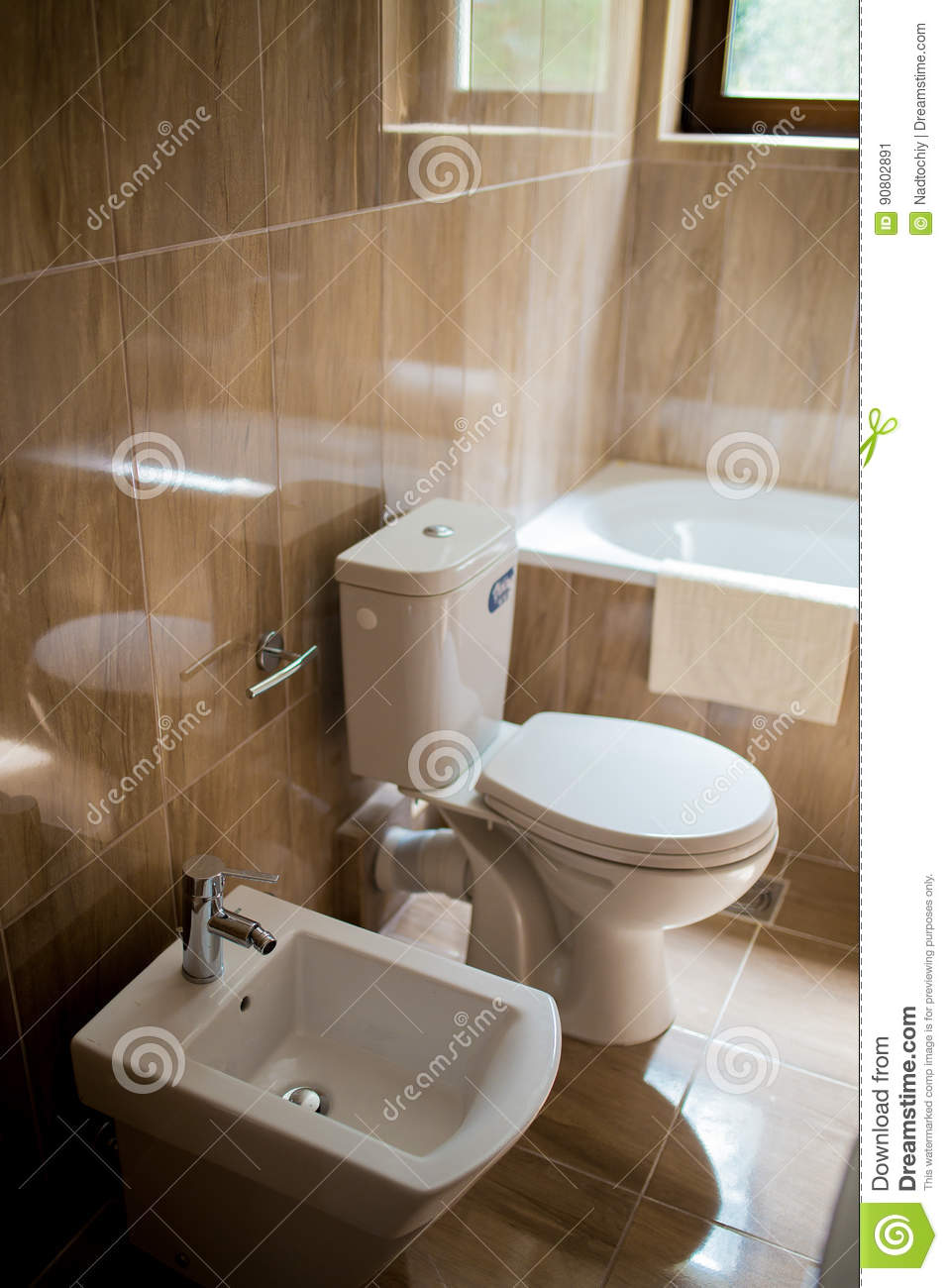 Phenomenal Badkamersbinnenland Wasbak Bidet Toilet Grote Spiegel Gmtry Best Dining Table And Chair Ideas Images Gmtryco