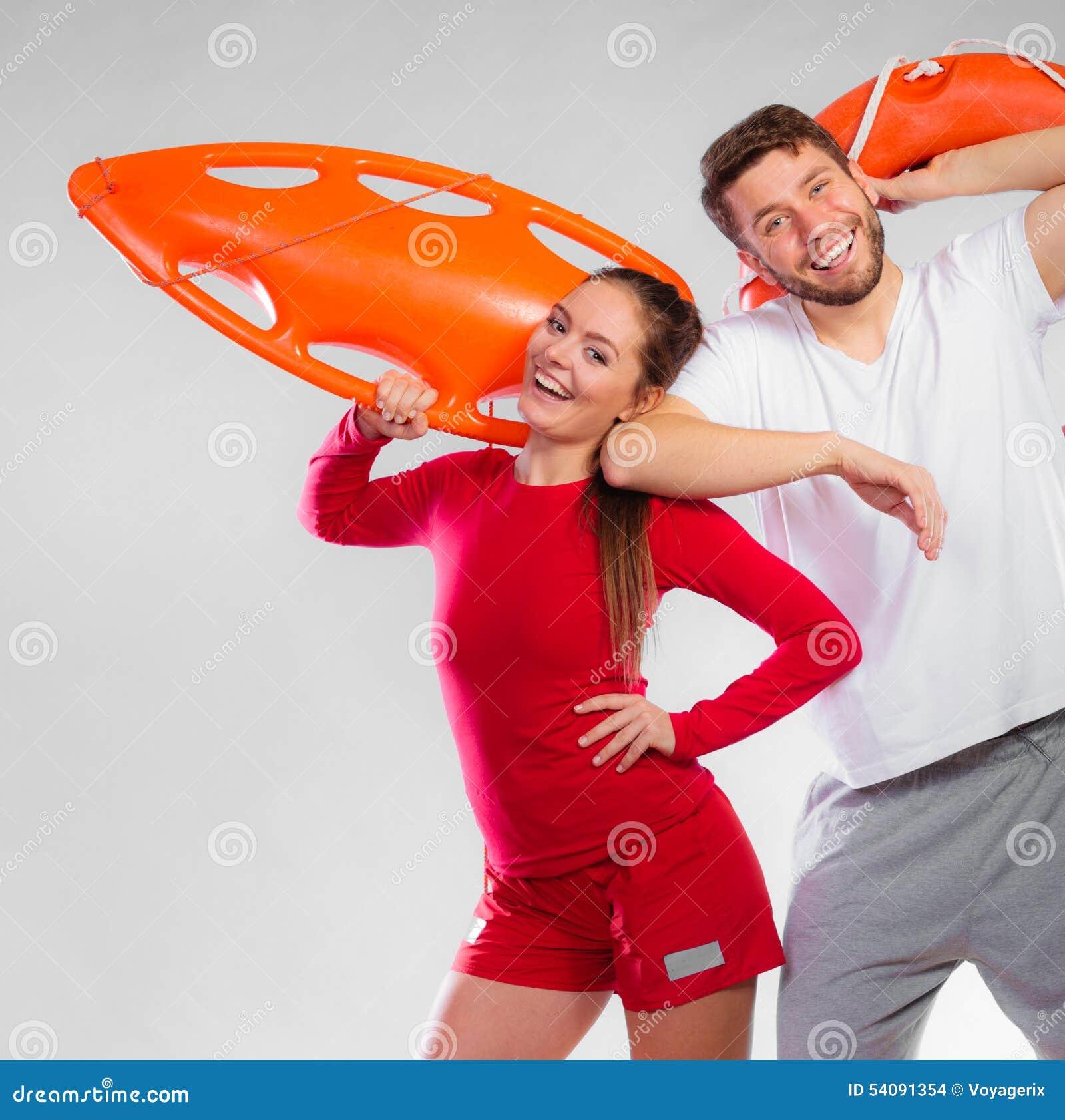 Badmeesterpaar met reddingsmateriaal