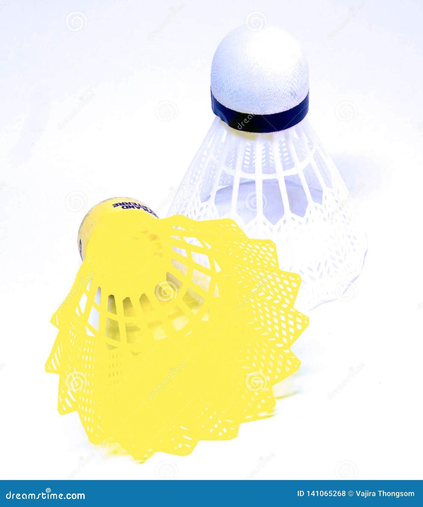 Badmintonbälle in der weißen und gelben Farbe