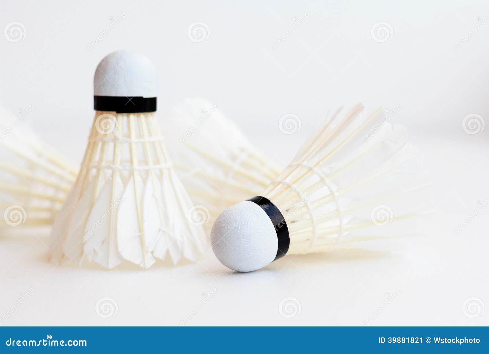 Badmintonfederball lokalisiert auf weißem Hintergrund