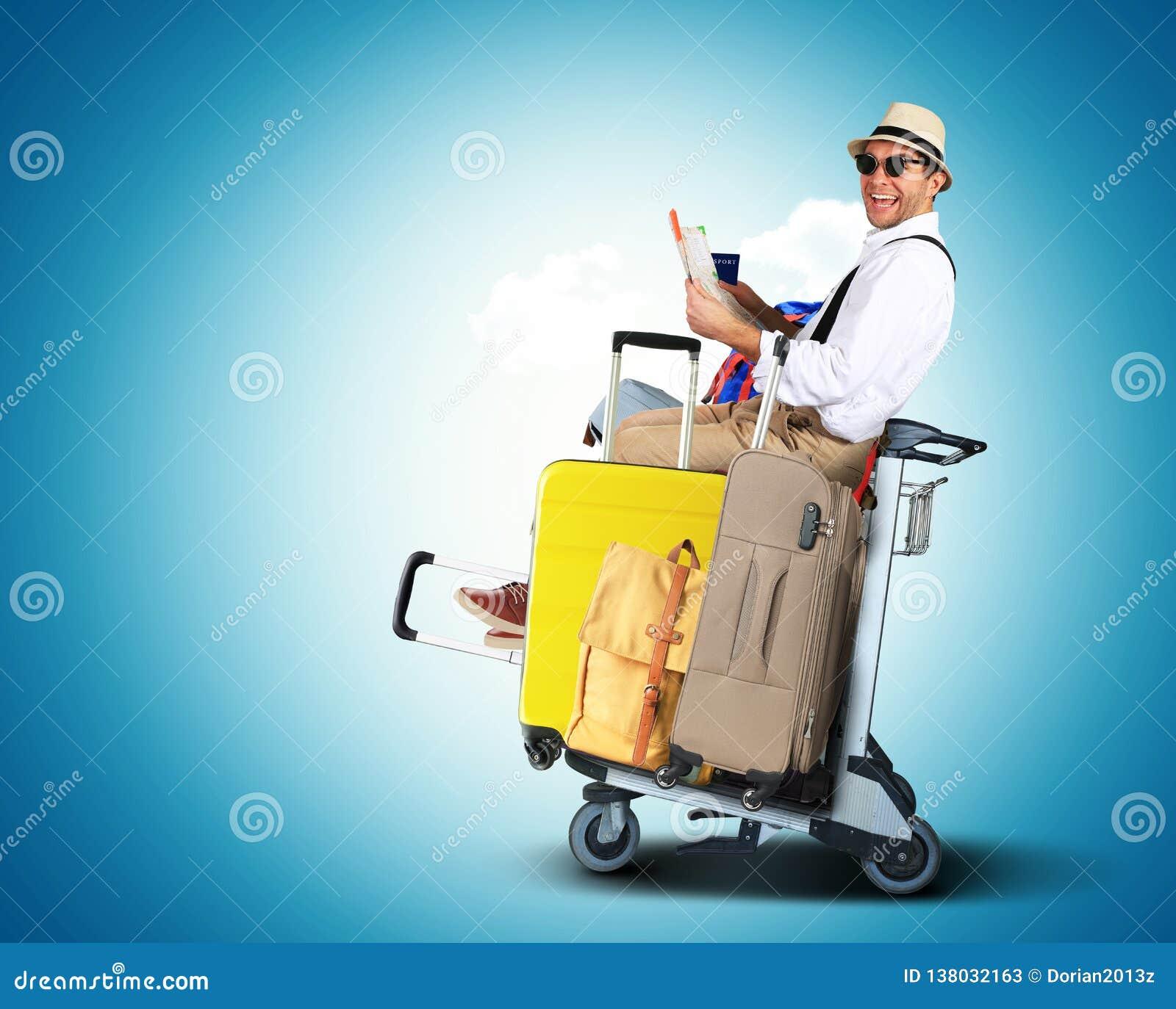 Bagaży turyści z dużymi walizkami