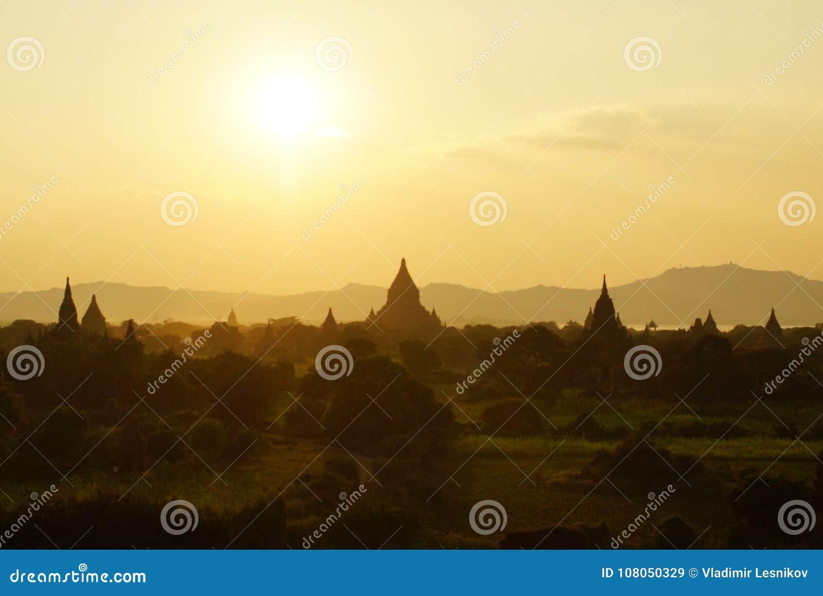 Bagan för solnedgången, Burma, Asien