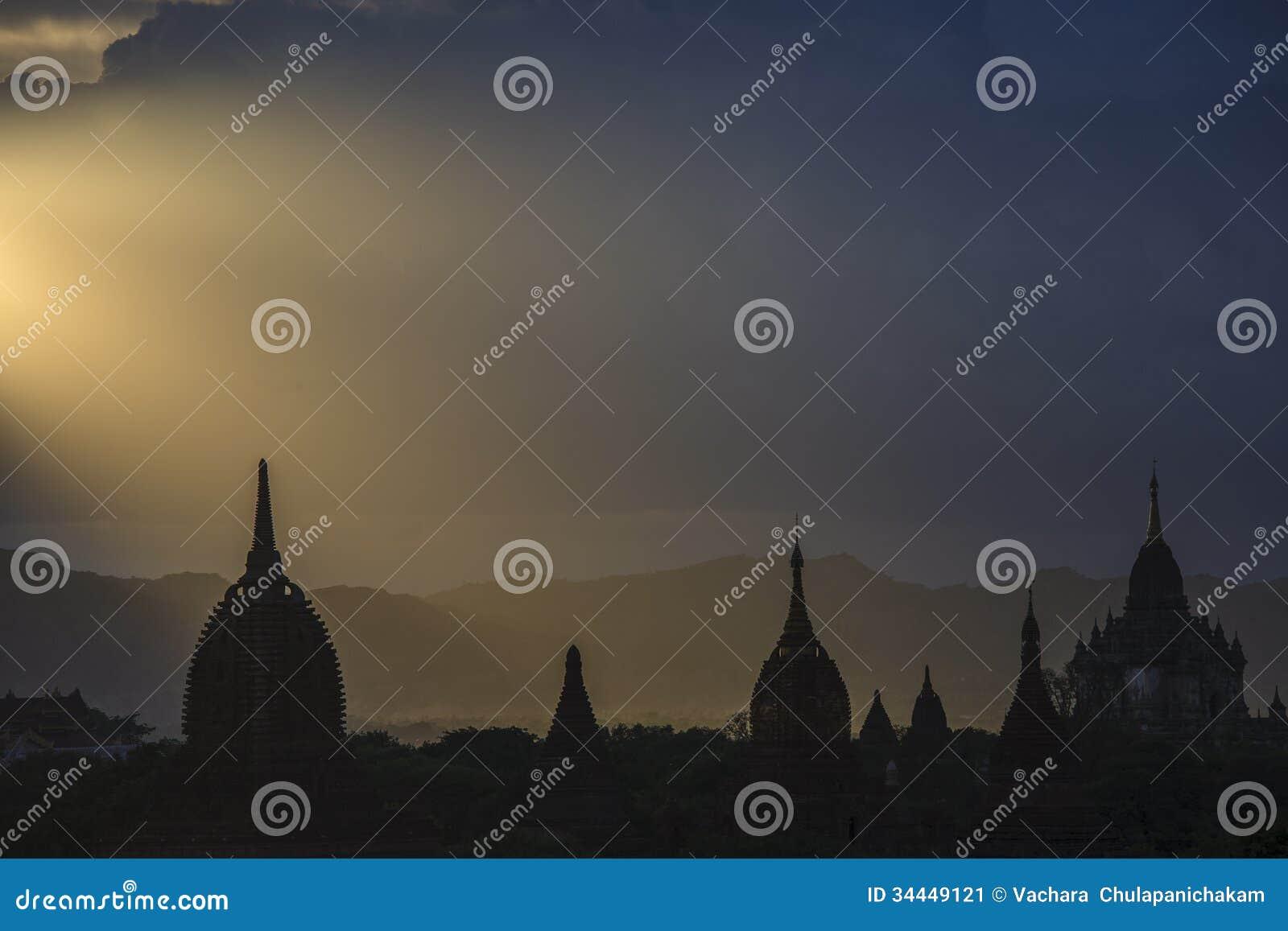 Bagan, Myanmar w zmierzchu