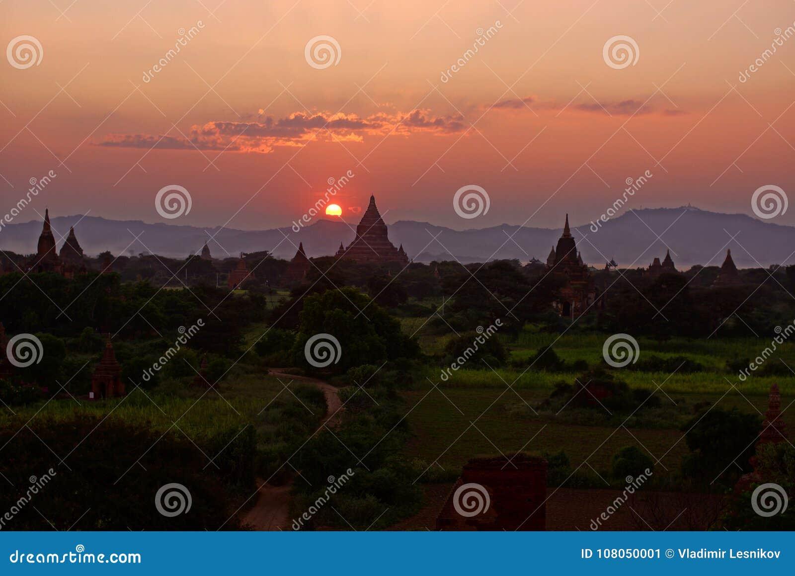 Bagan przed zmierzchem, Birma, Azja