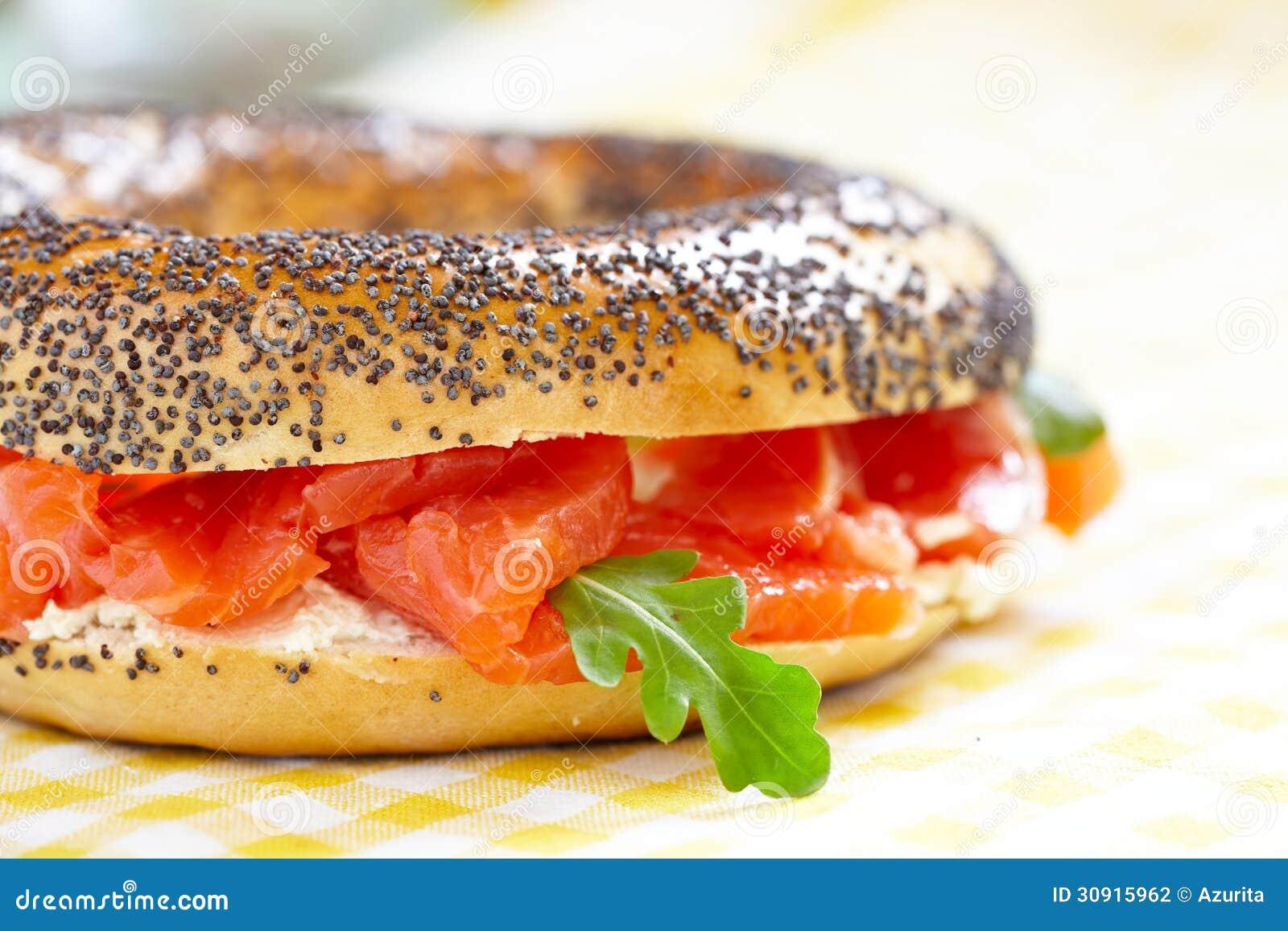 Bagel e salmone affumicato