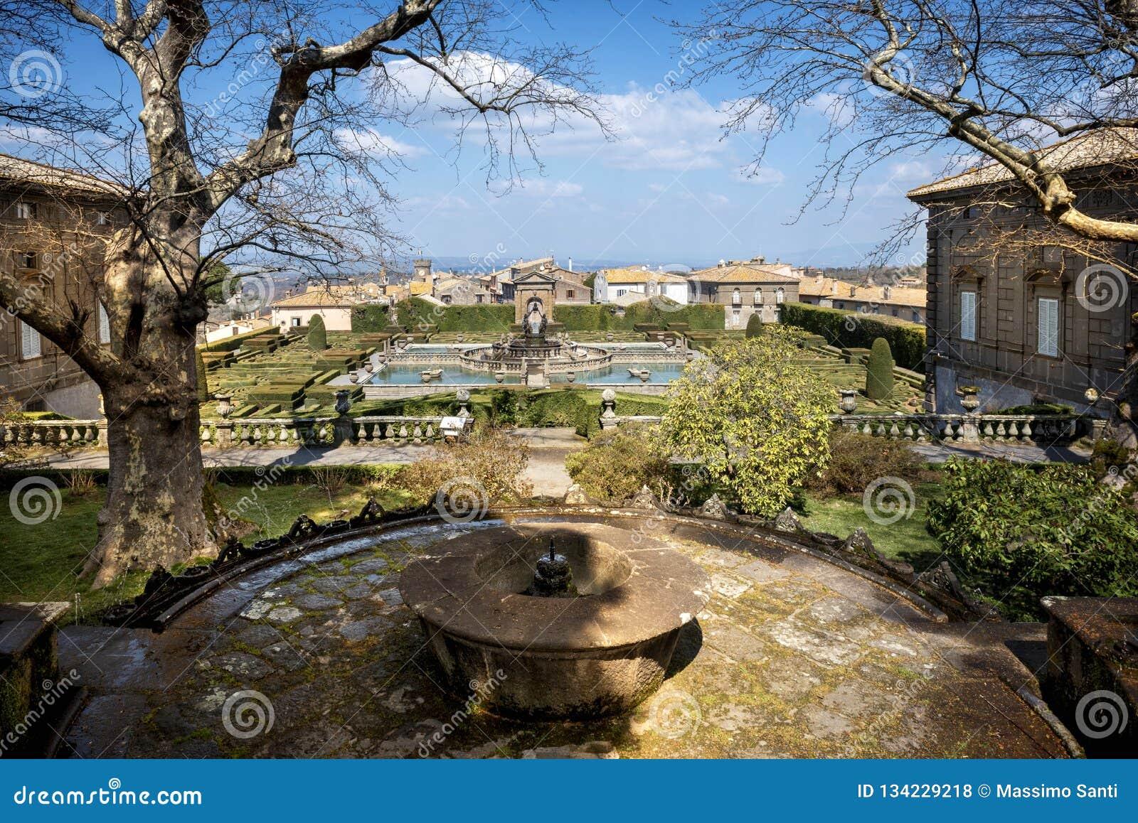 Bagnaia: A casa de campo Lante em Bagnaia é um jardim do Mannerist da surpresa, perto de Viterbo, Itália