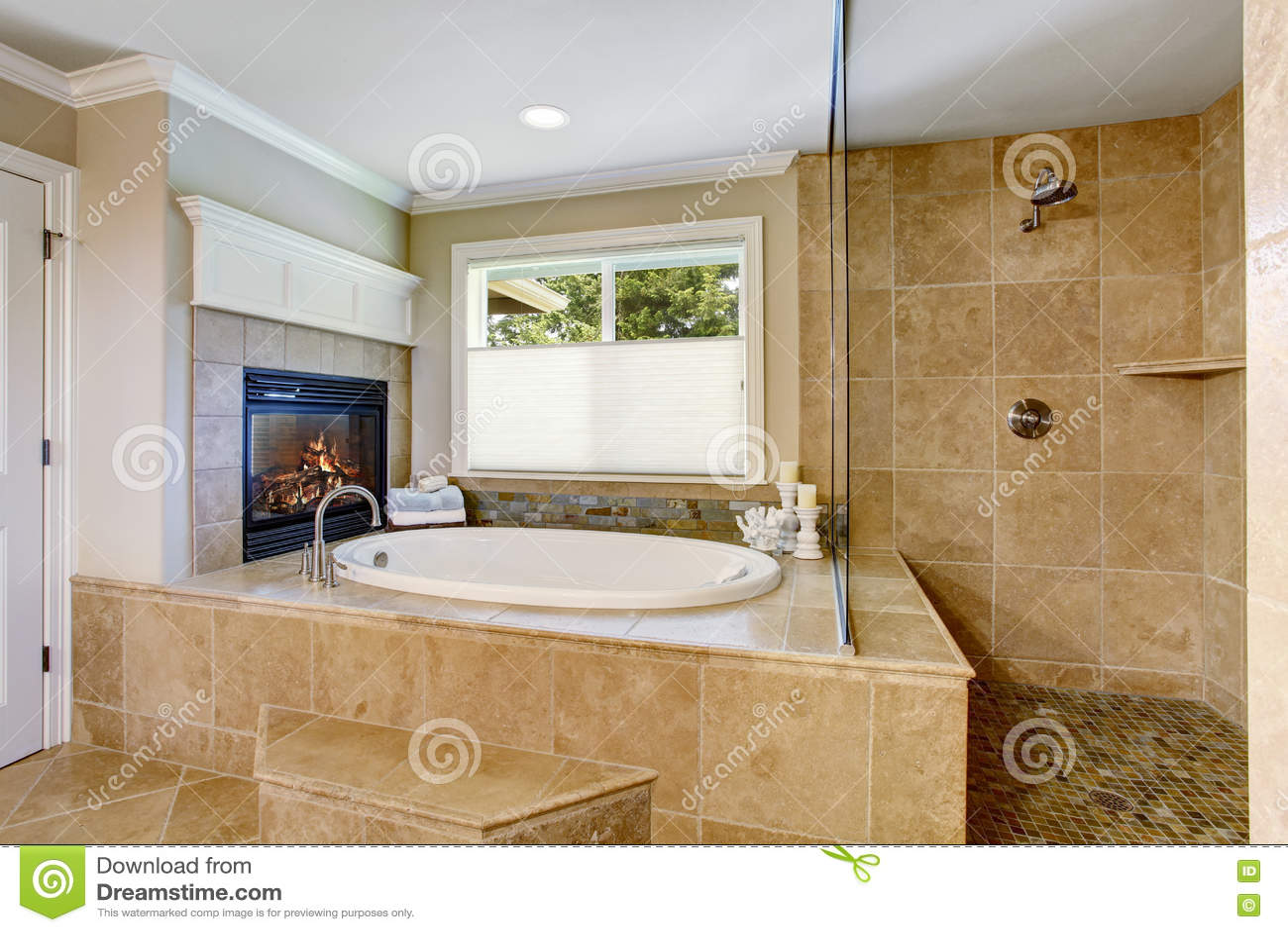 Vasca Da Bagno Disegno : Bagno americano classico con la vasca da bagno del whithe fotografia