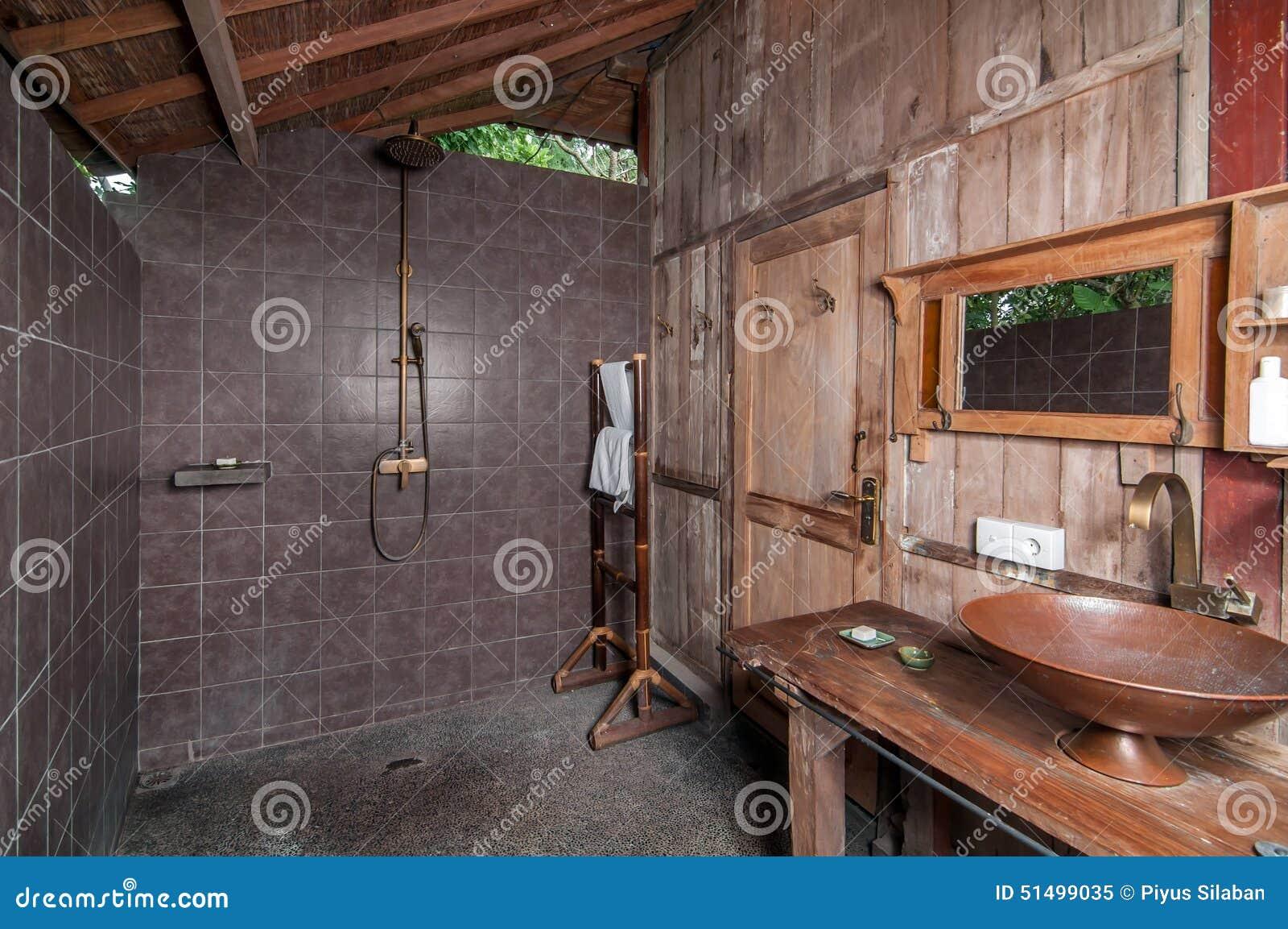 Bagno Antico Di Stile Di Abitante Di Giava Fotografia Stock - Immagine: 51499035