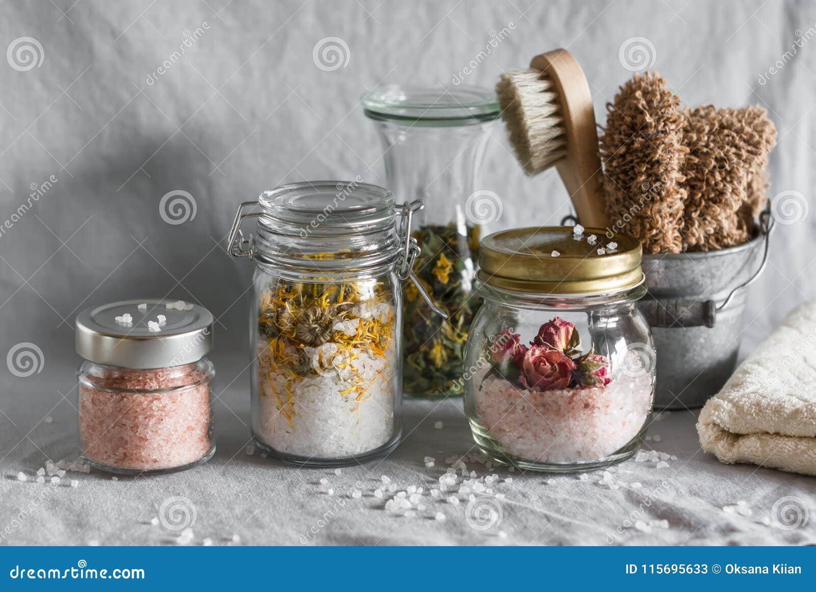 Bagno casalingo del sale marino - calendula, sale rosa della rosa e himalayano ed accessori del bagno Salute, bellezza, rigeneraz