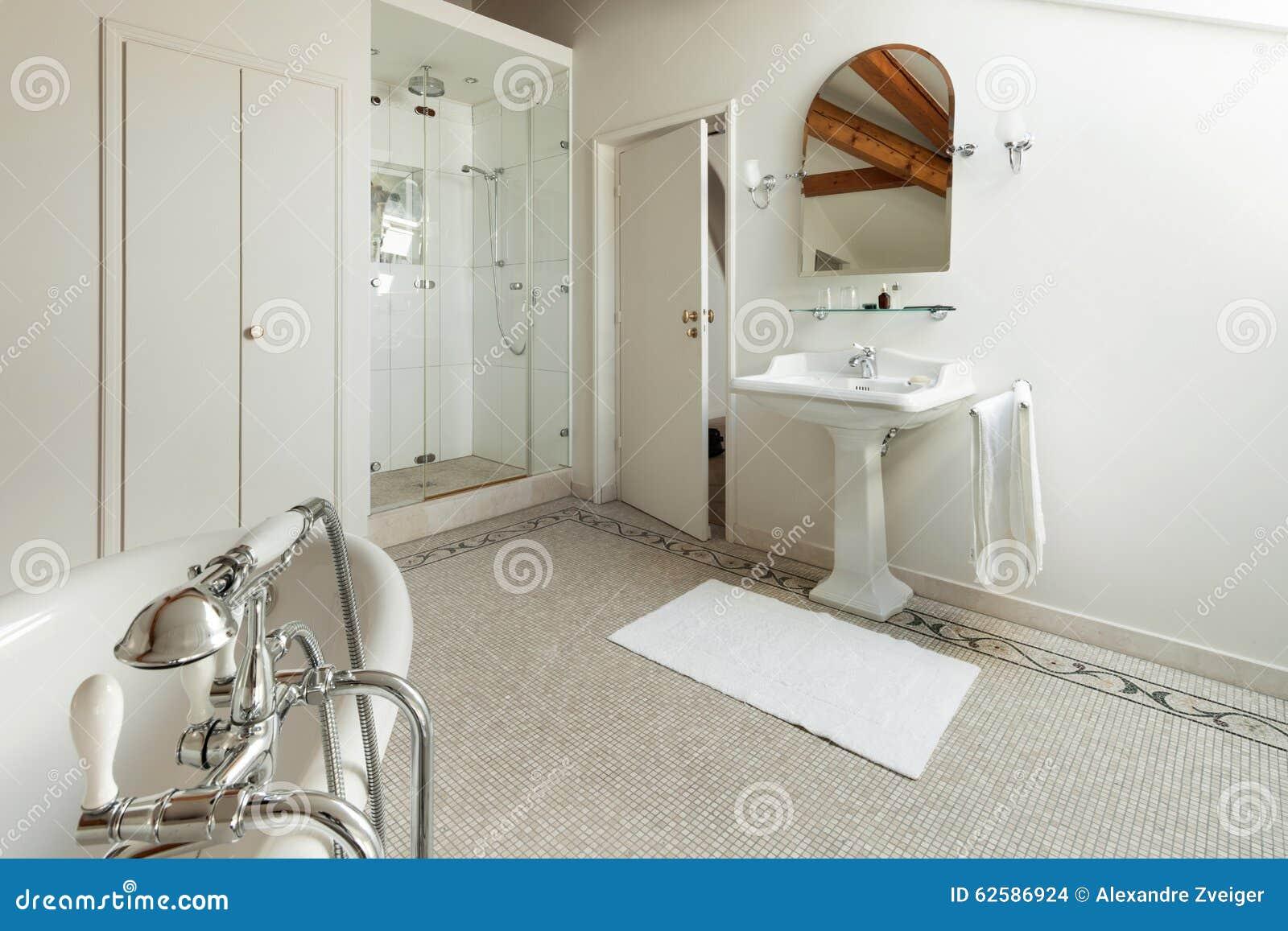 Awesome leggi tutto pavimenti bagno classici with bagni moderni di lusso - Bagni classici con doccia ...