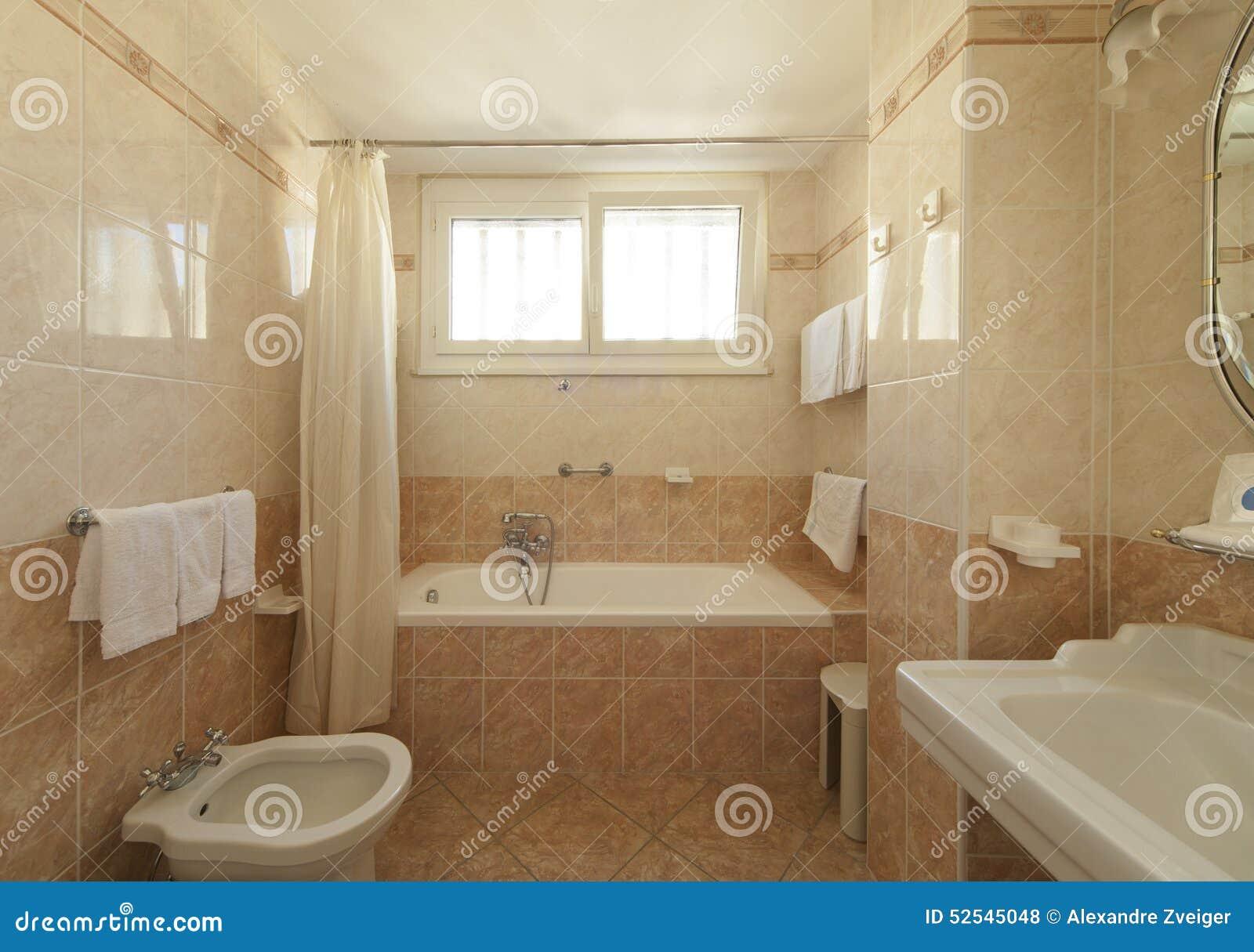 Bagno classico di stile fotografia stock immagine di beige