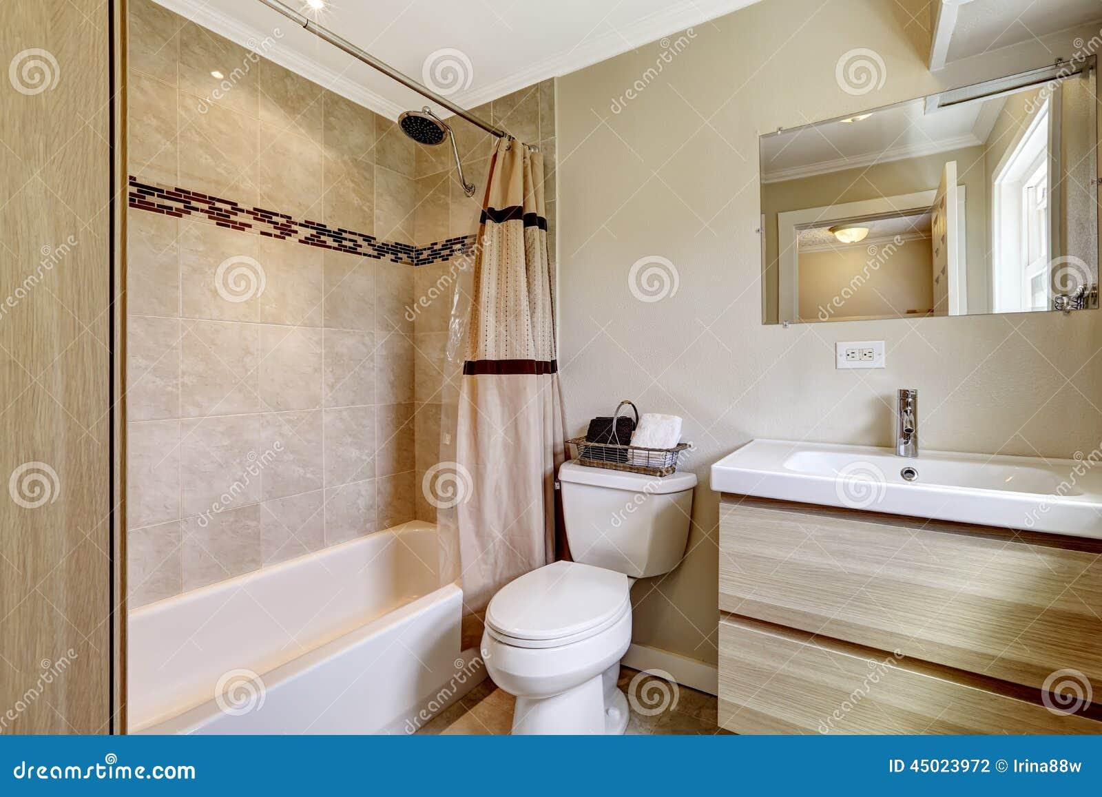 Bagno con la disposizione beige delle mattonelle - Mattonelle bagno prezzi ...