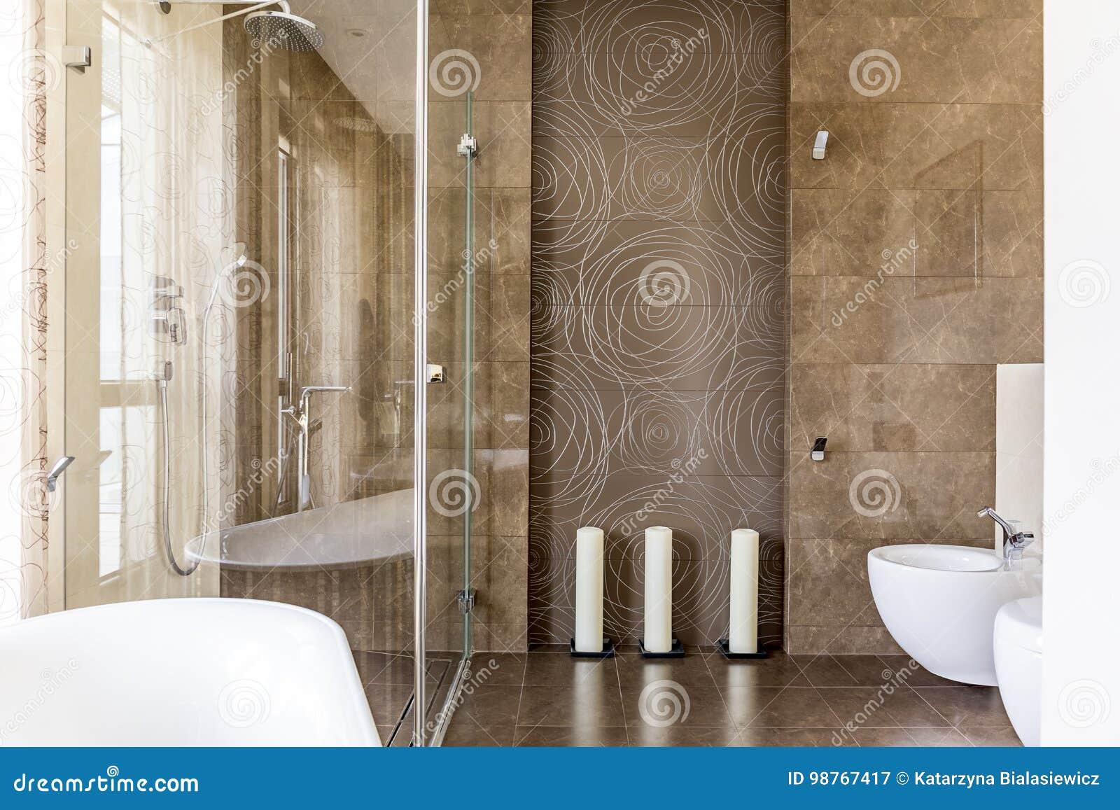 Bagno con le mattonelle decorative immagine stock immagine di