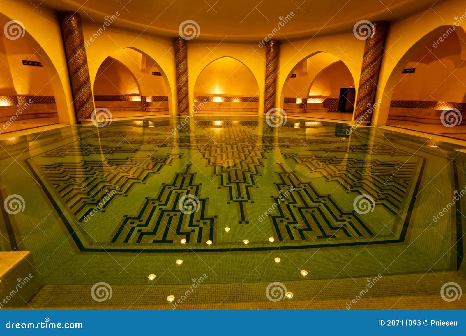 Bagno del raggruppamento allinterno del bagno turco di hammam