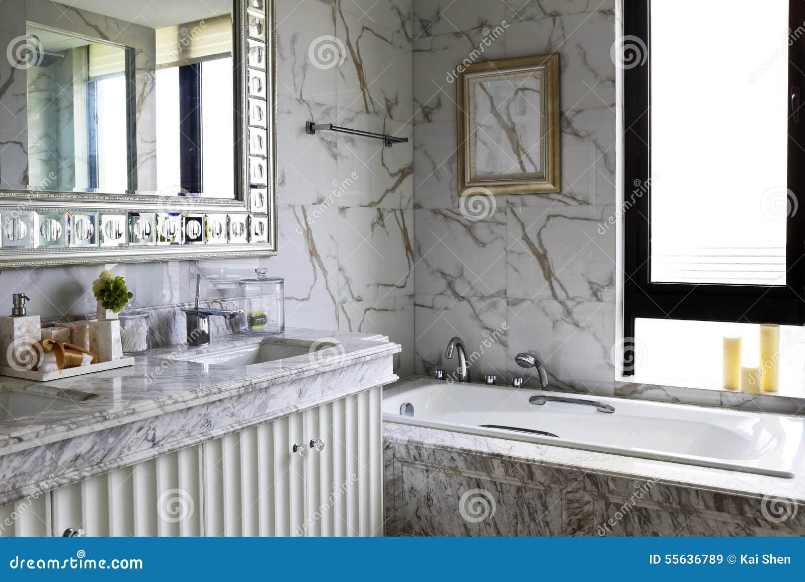Bagno Stile Naturale : Bagno della famiglia di stile di colore leggero immagine stock