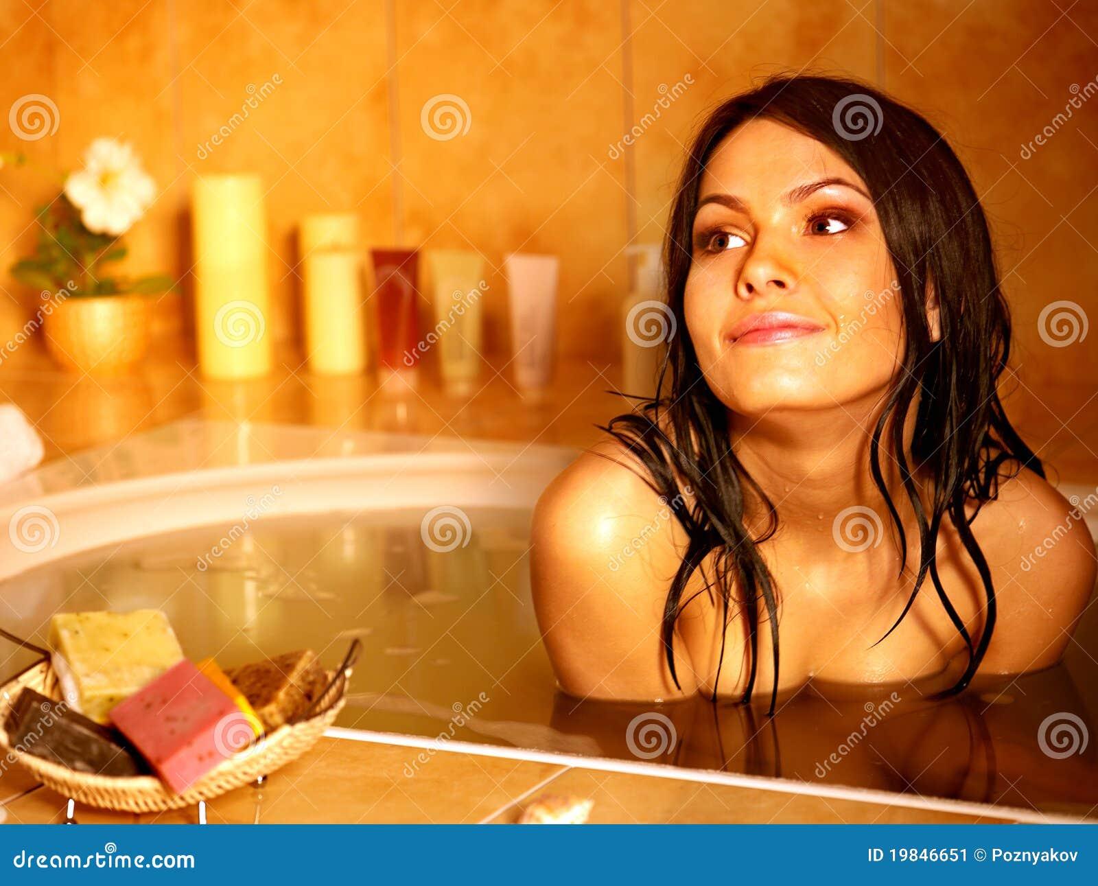 Bagno di bolla dell introito della donna.