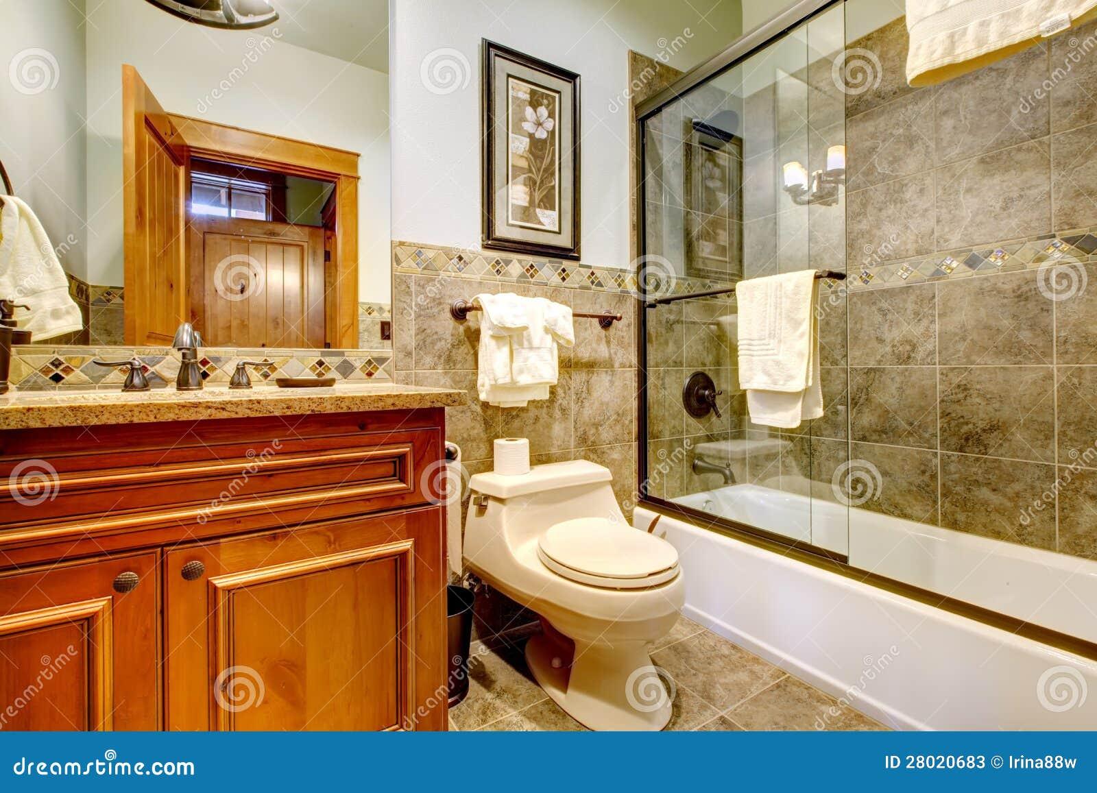bagno di lusso della casa della cabina della montagna
