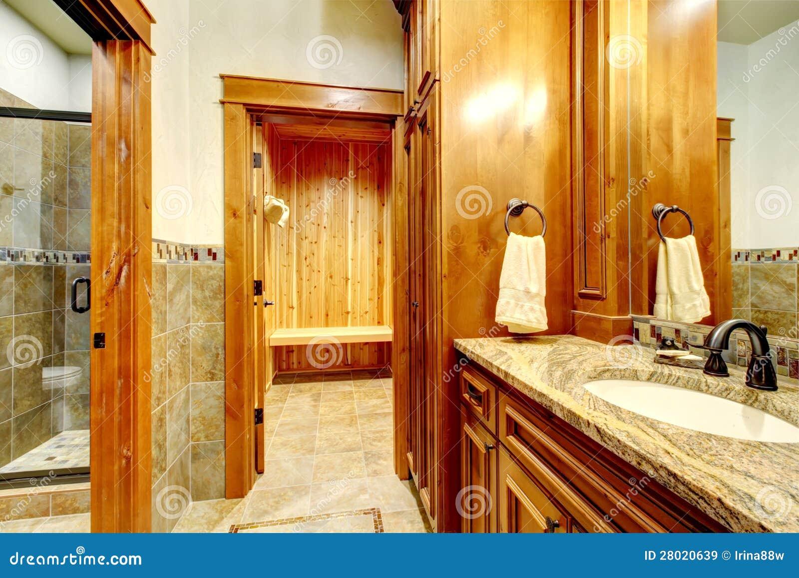 bagno di lusso della casa della montagna immagine stock