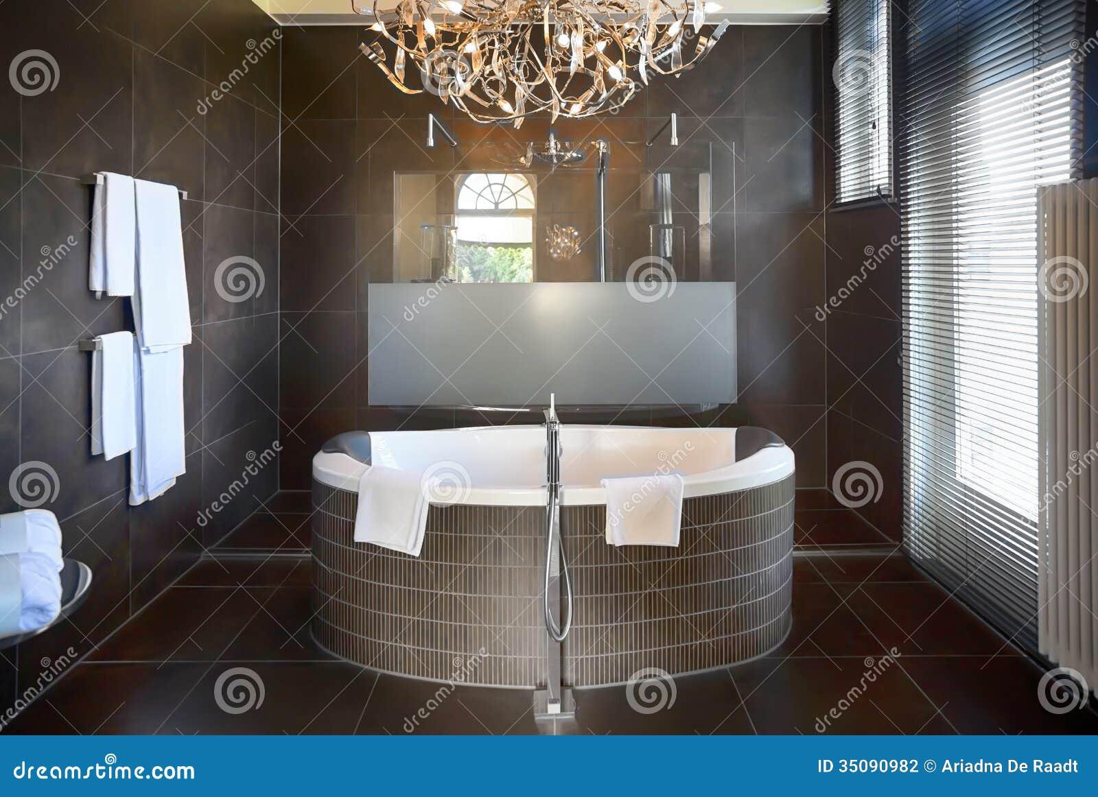 Bagno di lusso in hotel fotografia stock immagine di supervisore