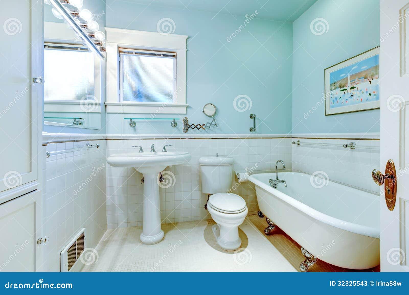 Bagno Elegante Antico Blu Con La Vasca Bianca Immagine
