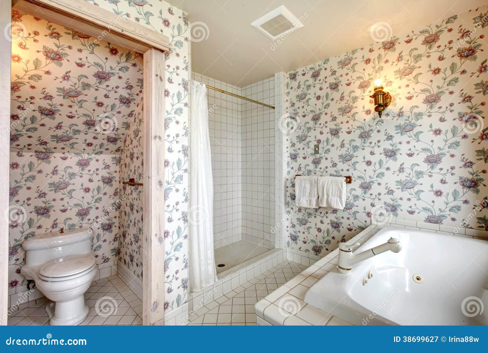 Bagno floreale luminoso di rinfresco immagine stock immagine di
