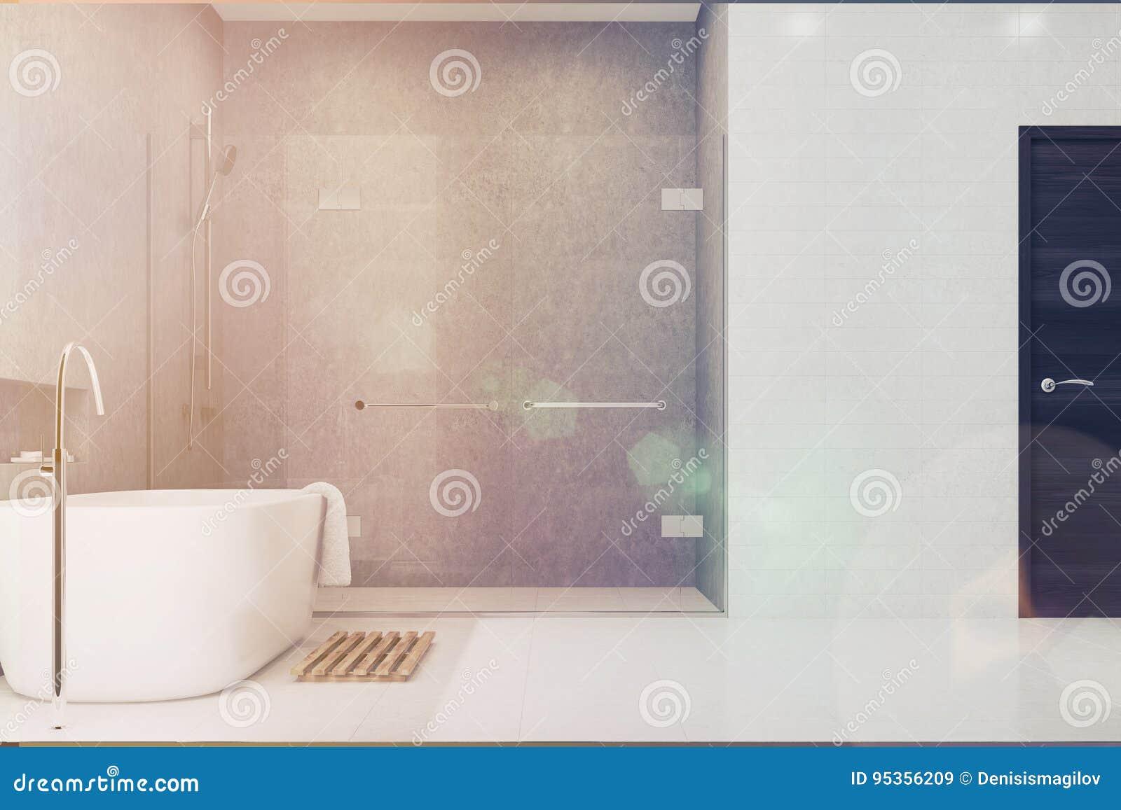 Bagno grigio mattonelle bianche lato della doccia tonificato
