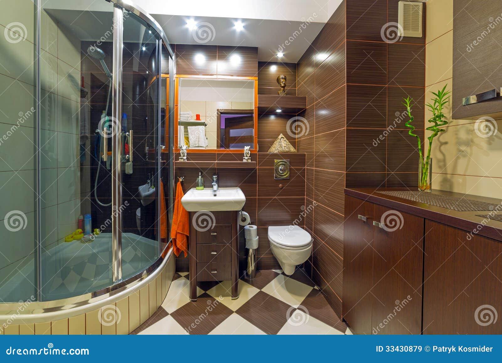 Bagno Marrone E Beige Moderno Immagine Stock - Immagine di ...