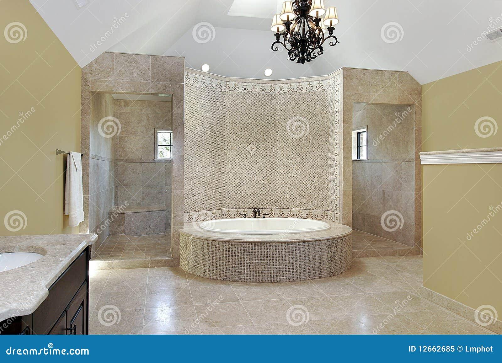 Bagno matrice con il bagno circolare immagine stock immagine di dispositivi coperta 12662685 - Vasca da bagno circolare ...