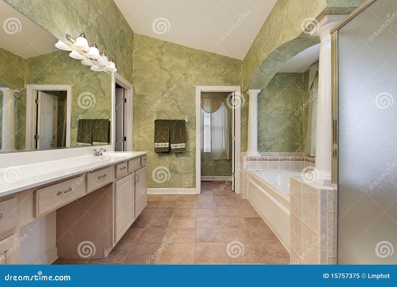 Bagno matrice con le colonne della vasca immagine stock immagine