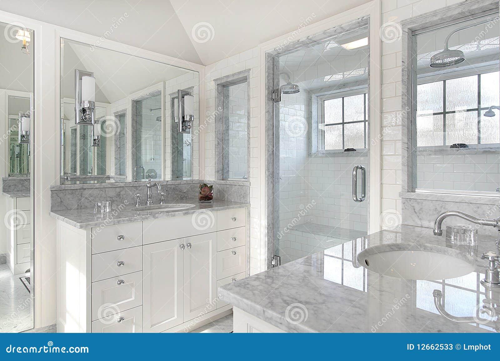 Bagno matrice nella casa della nuova costruzione immagine stock immagine di dimora - Costruzione bagno ...