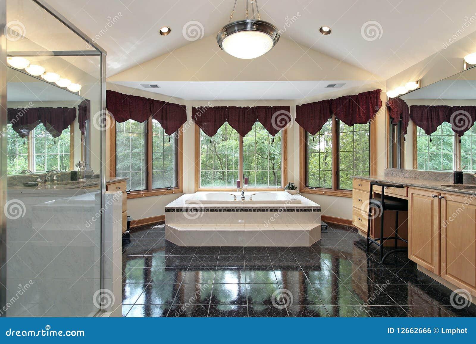 Bagno matrice nella casa di lusso fotografia stock for Casa di lusso
