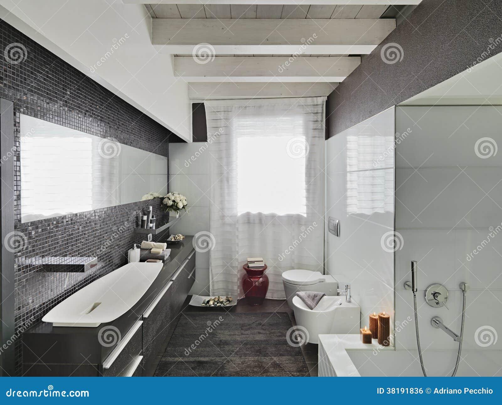 Bagno moderno immagine stock libera da diritti immagine - Bagno in mansarda ...