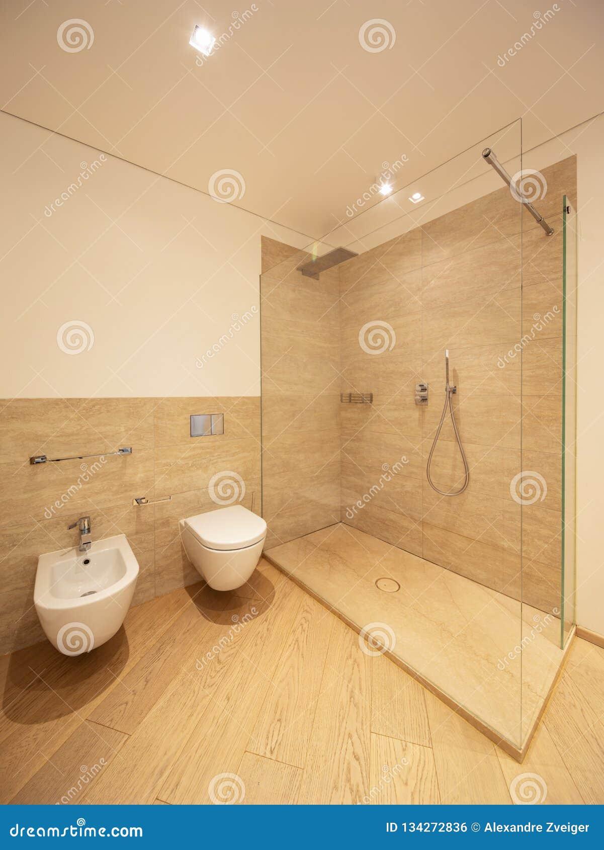 Bagno Marmo Moderno.Bagno Marmo E Legno Tutto Ispirato Al Design Per La Casa