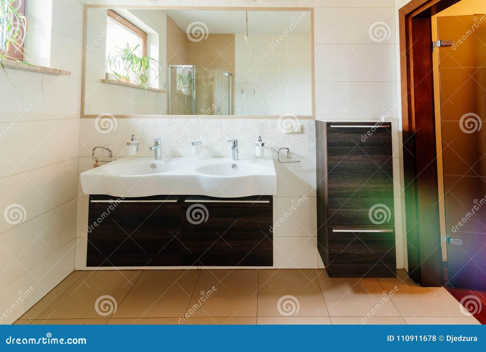 Bagno Moderno Con Doppio Lavandino