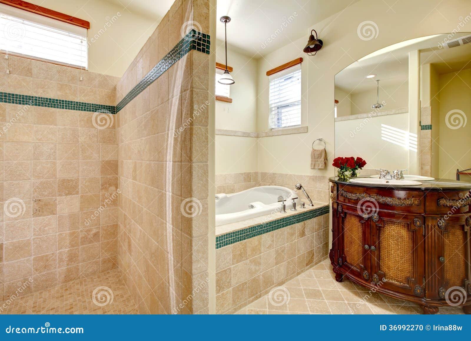 Bagno Con Doccia Aperta : Bagno moderno elegante con la doccia fotografia stock immagine