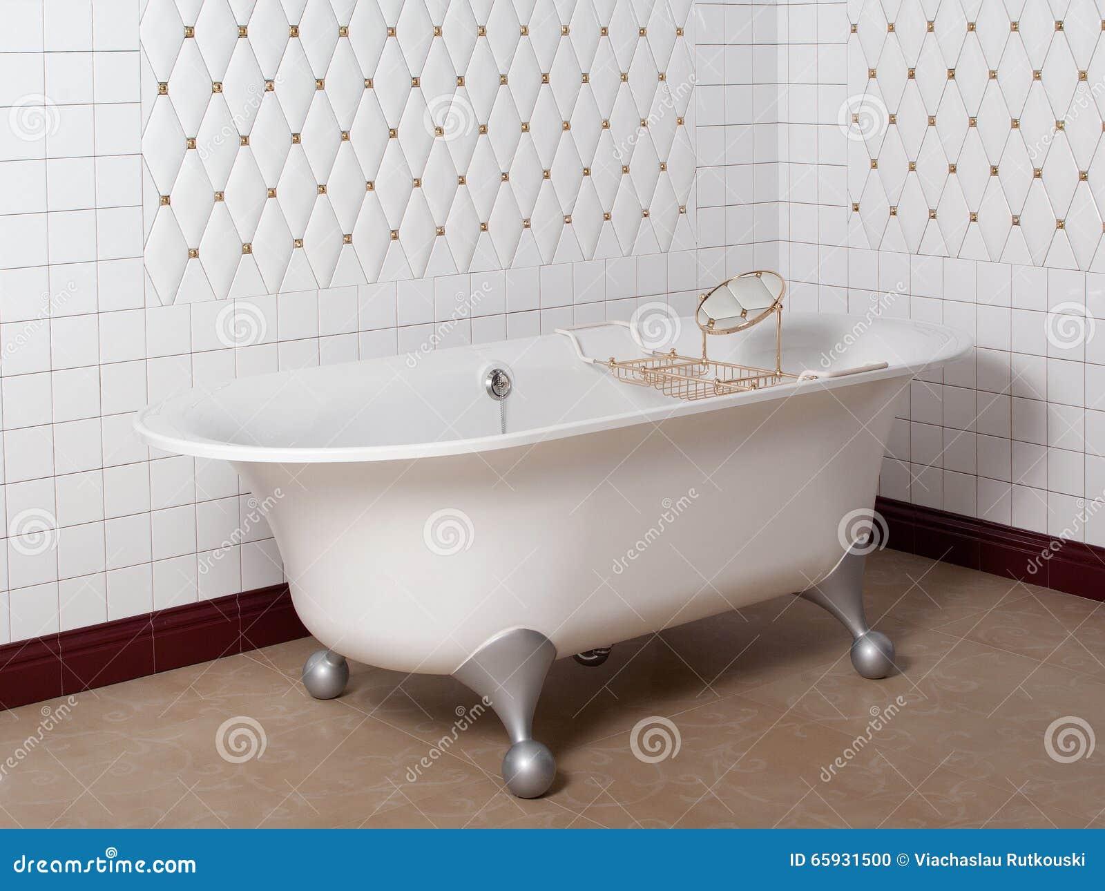Bagno moderno nell 39 angolo mattonelle bianche fotografia stock immagine di interno bathroom - Prezzi mattonelle bagno ...