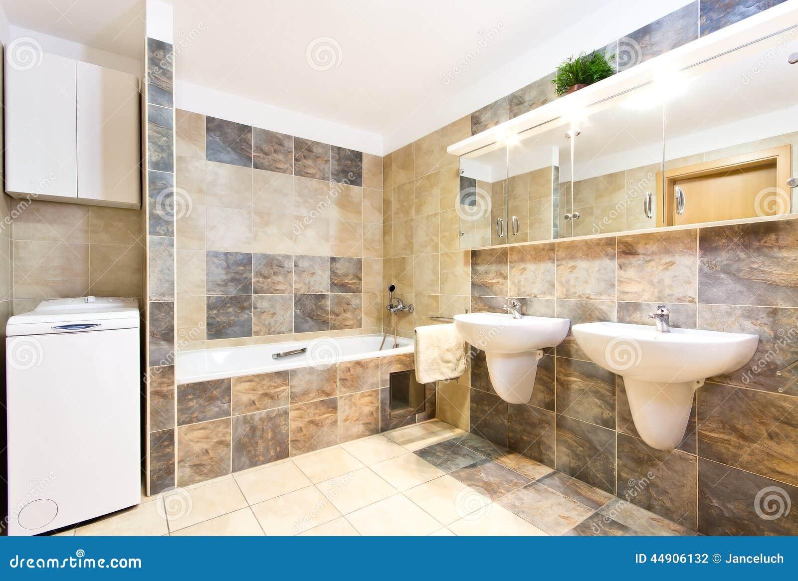 Bagno pulito moderno con due lavandini fotografia stock for Mobile bagno due lavandini