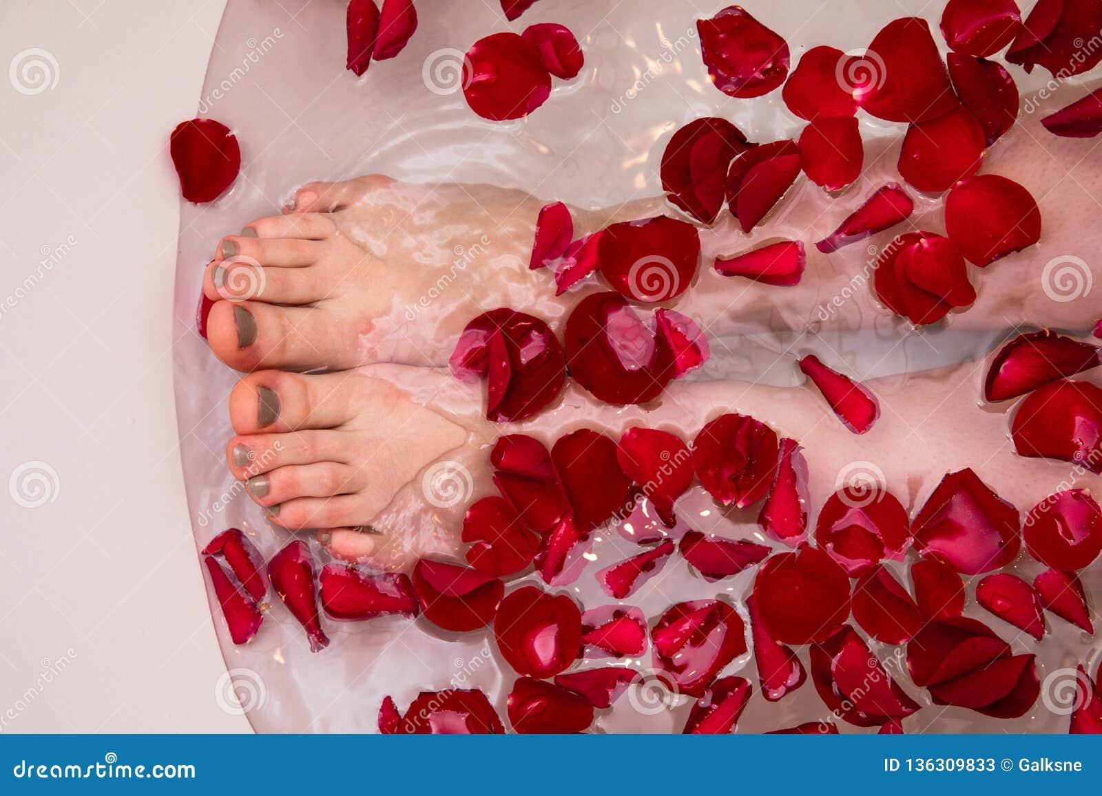 Bagno Romantico San Valentino : Bagno romantico con i petails rosa stazione termale domestica