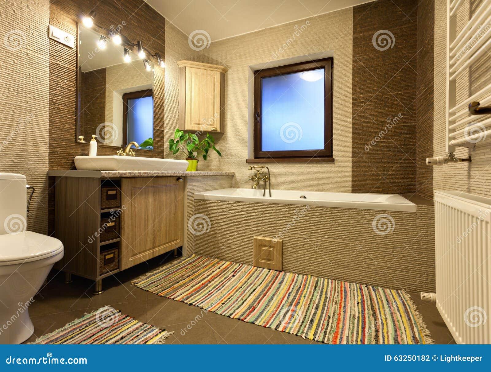 Bagno rustico o d'annata fotografia stock   immagine: 63250182