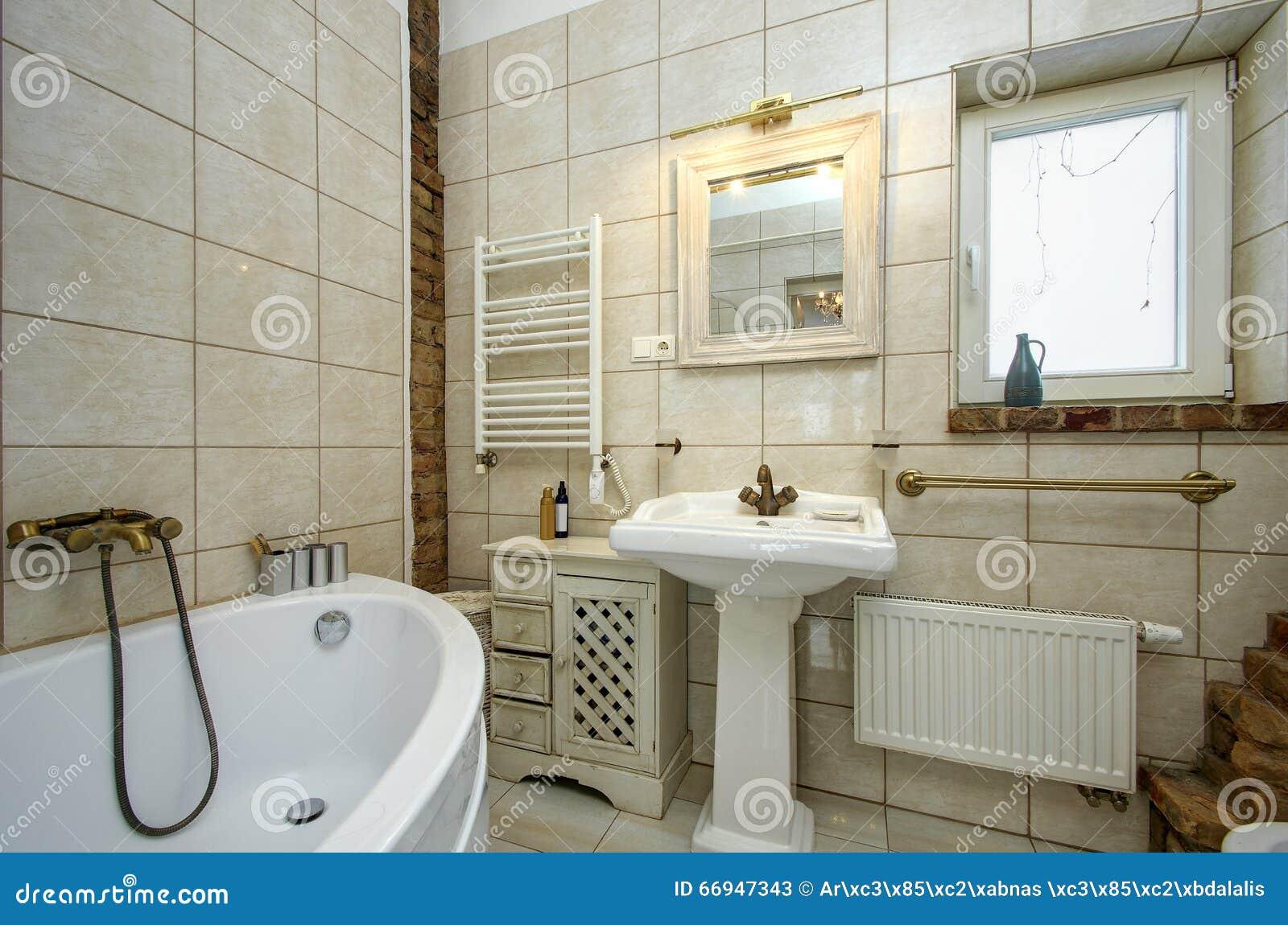 Bagno stile country immagine stock. Immagine di pulito - 66947343