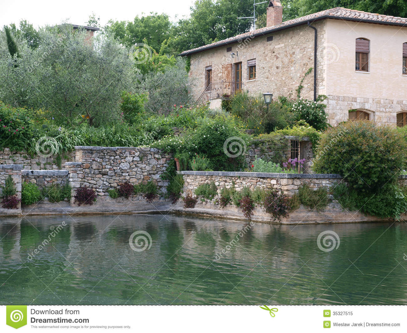 Bagno vignoni in tuscany royalty free stock photo image 35327515 - Bagno vignoni spa ...