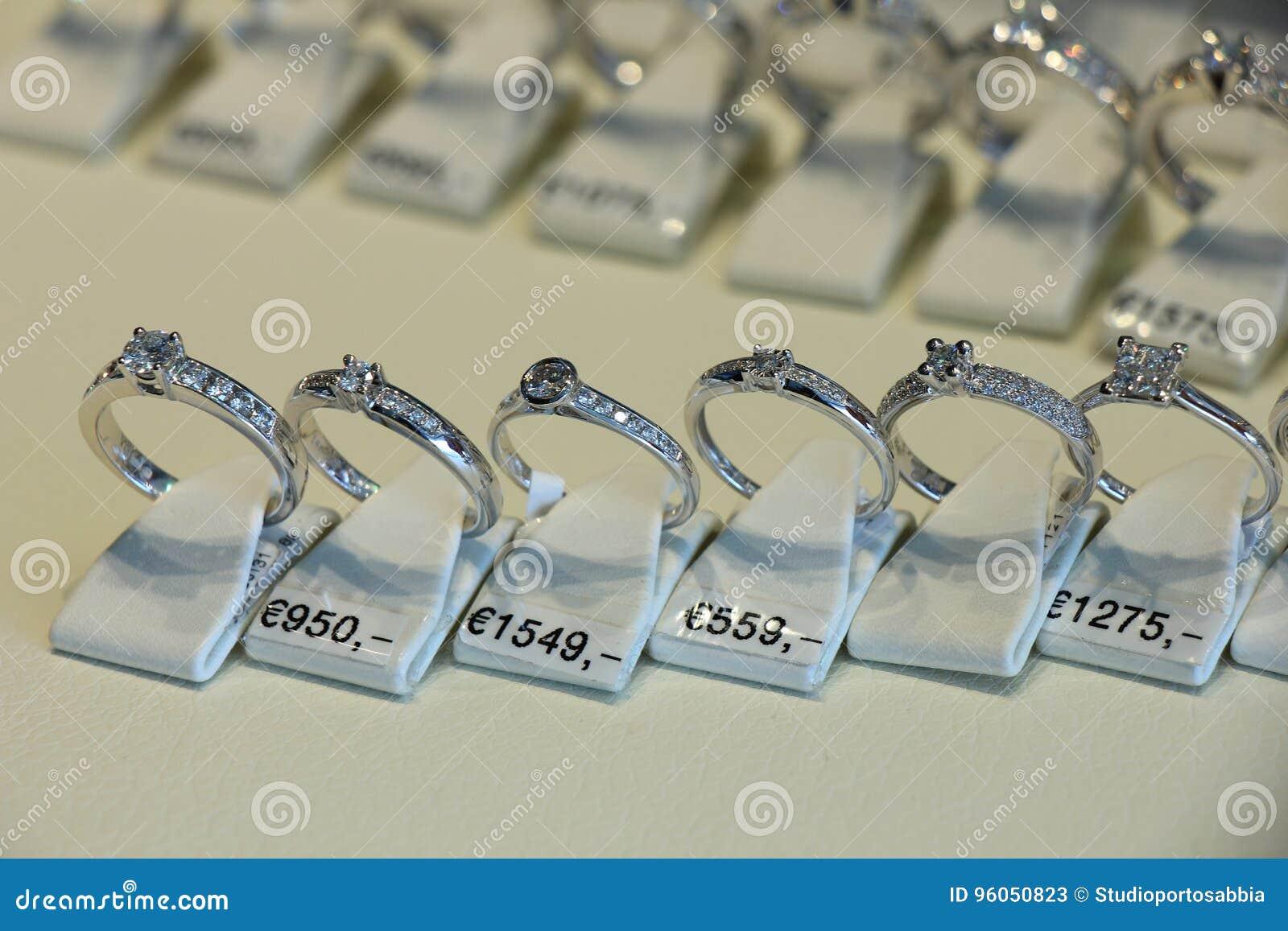 Bagues de fiançailles de diamant