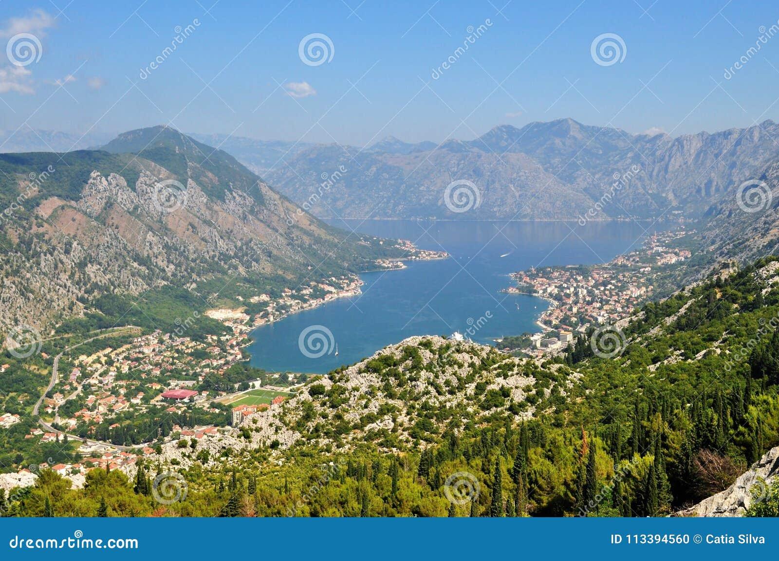 Bahía de Kotor de la montaña de Lovcen