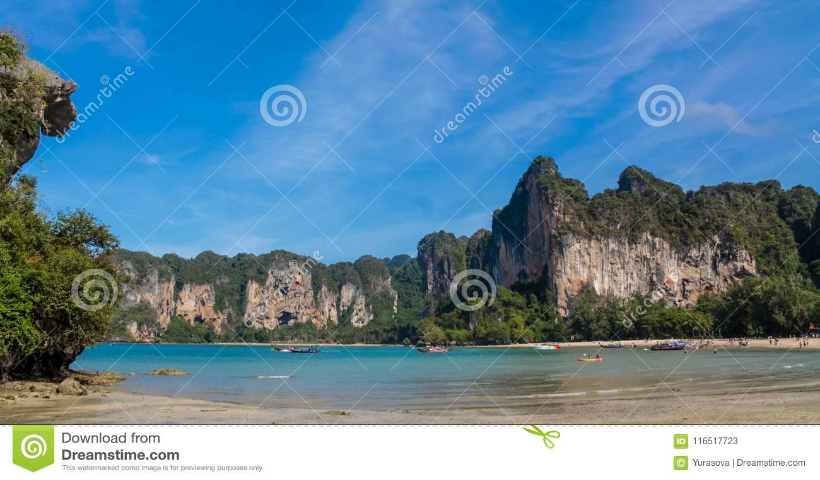 Bahía de la isla de la piedra caliza en Krabi Ao Nang y Phi Phi, Tailandia