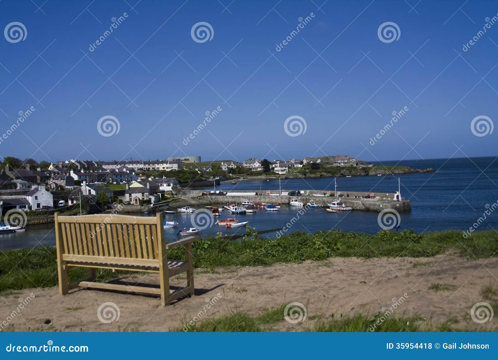 Bahía y pueblo de Ceamas con su puerto