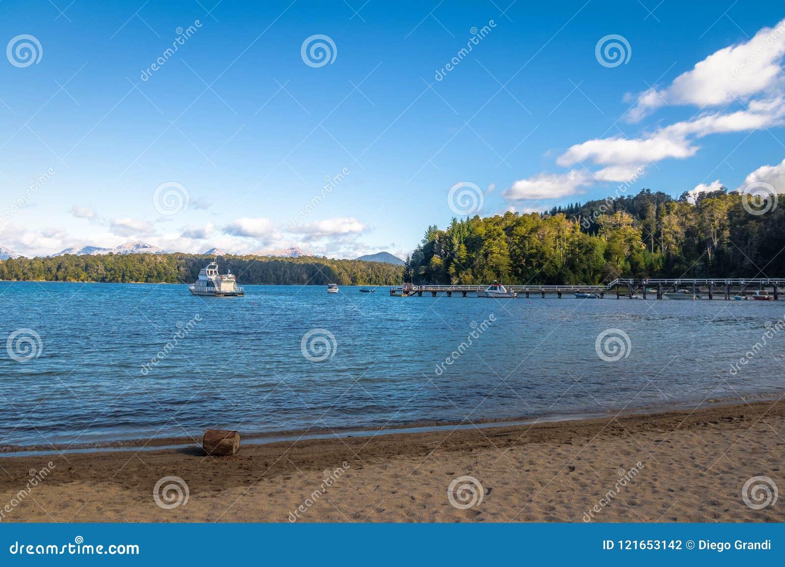 Bahia Brava Bay in Nahuel Huapi Lake - de Angostura van Villala, Patagonië, Argentinië