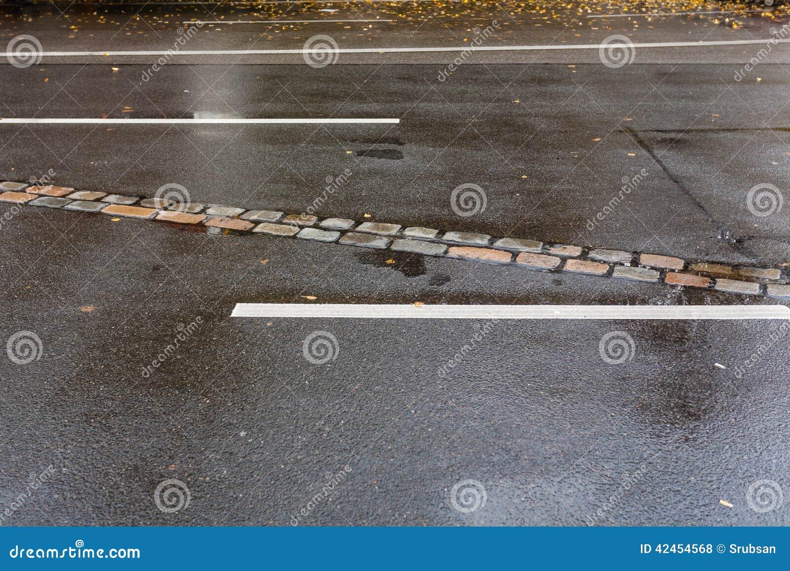 Bahn auf der Straße von Berliner Mauer