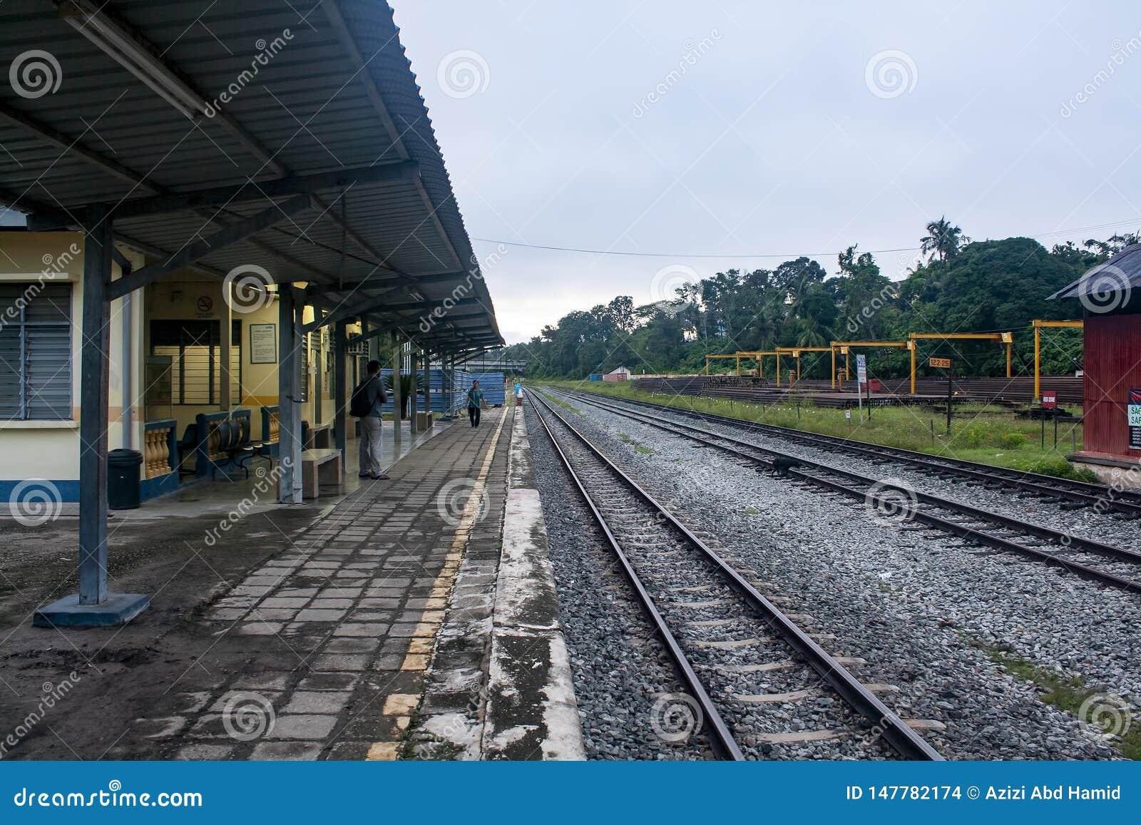 Bahnhof am frühen Morgen