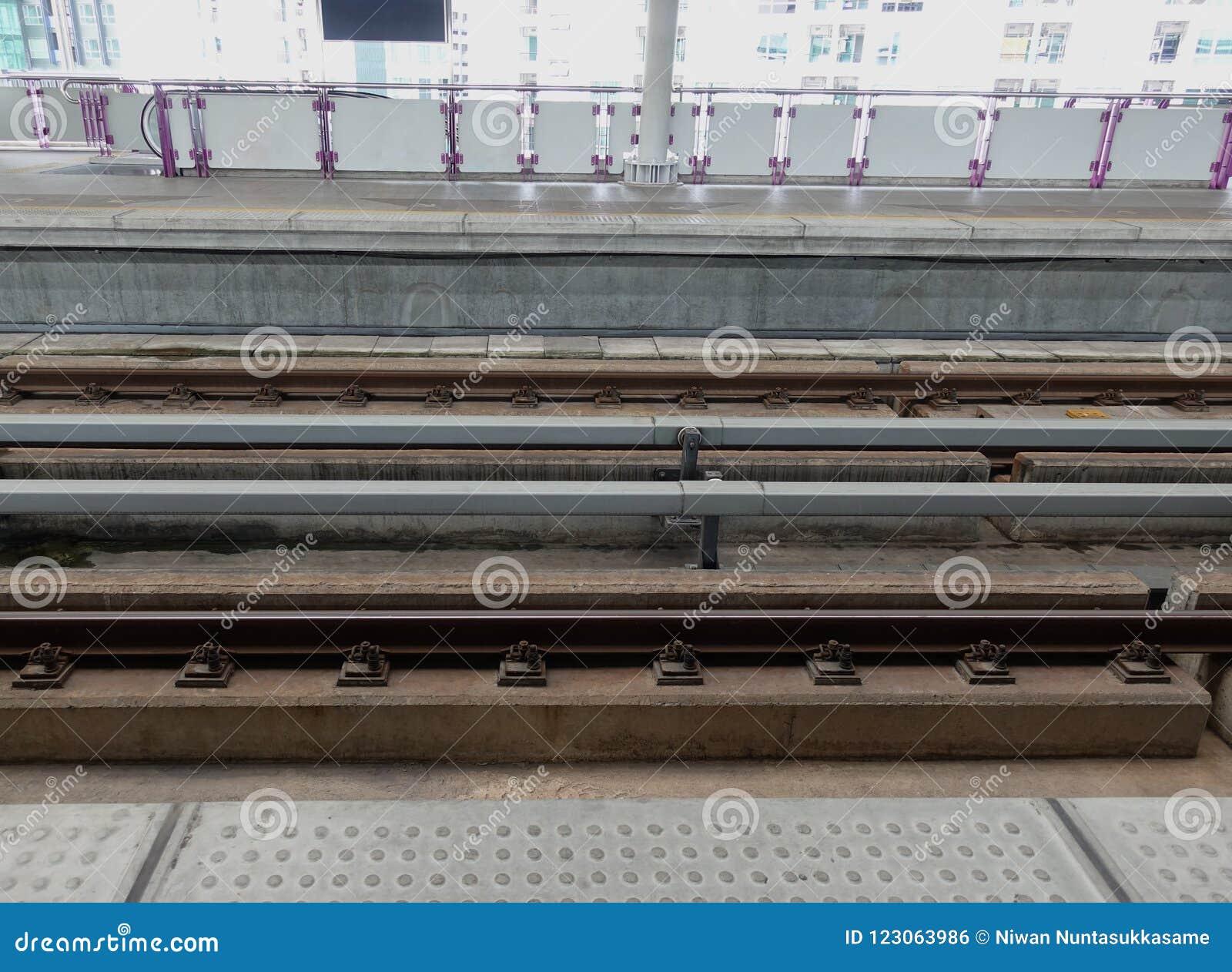 Bahnhof während des Wartehimmelzugs