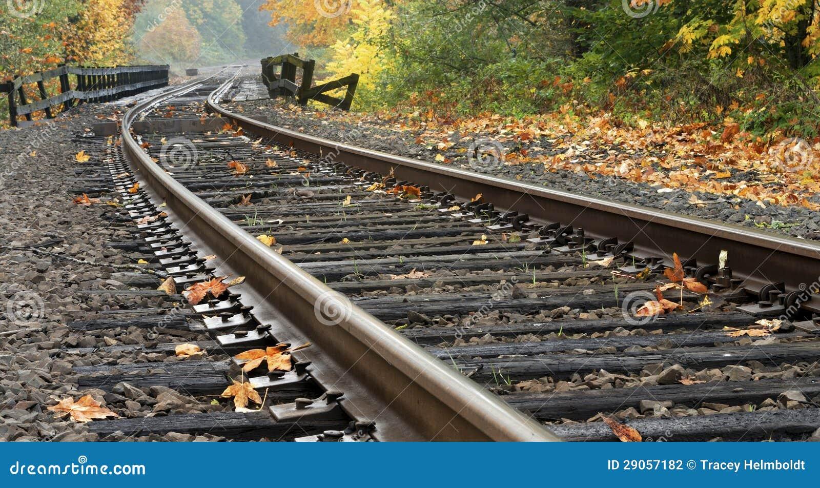Bahnstrecken während des Herbstes